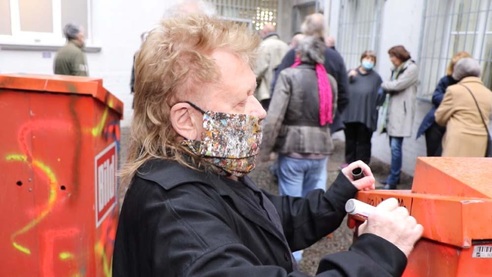 HA Schult – Bild-Boxes – Ruhr-Gallery-Mülheim – Open-Air-Benefiz-Kunst-Projekt