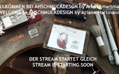 Ariane Hartmann streamt aus ihrem Werkstattatelier