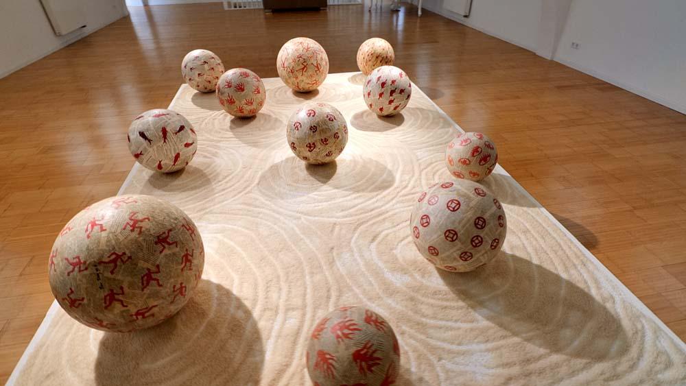 Ren Rong – Zhang Xiaogang / Ausstellung im Kunstraum Villa Friede, Bonn